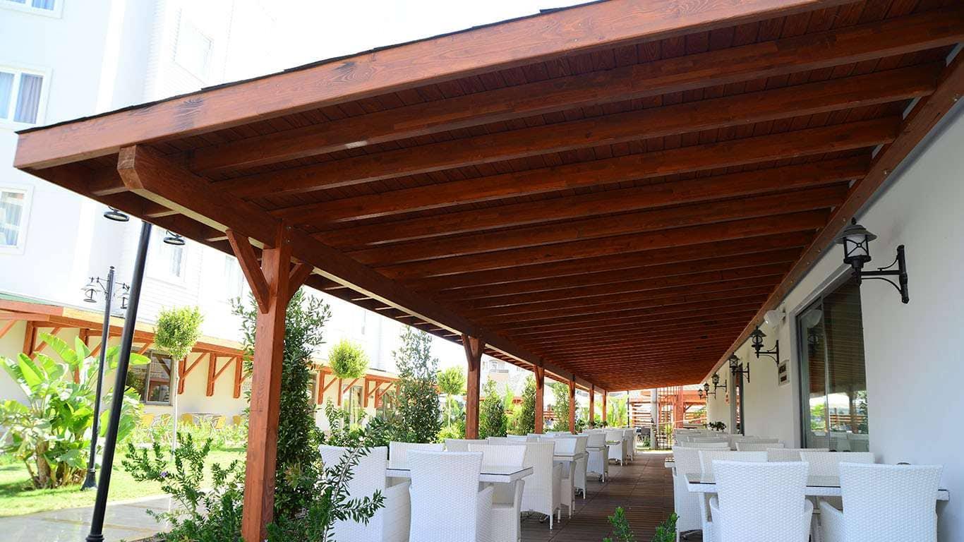 Cortinas de cristal cerramientos terrazas porches y pergolas madera - Pergolas y porches ...